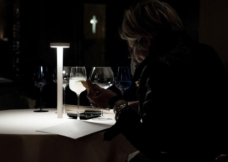 ...dove ai tavoli c'è, immancabile, la TeTaTeT
