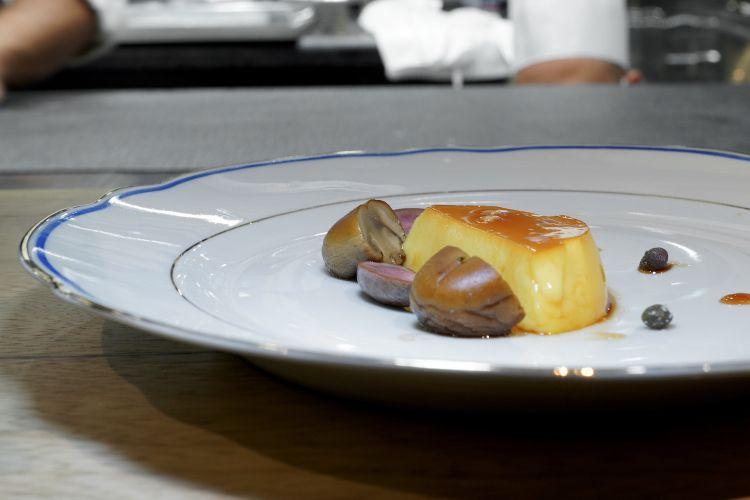 Altro capolavoro: Rognoni di coniglio, crème caramel, champignon, capperi. Memorabile