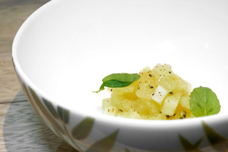 Kiwi e patate, con il kiwi lavorato come fosse una patata. Baronetto continua a giocare sulle similitudini, come fa da anni