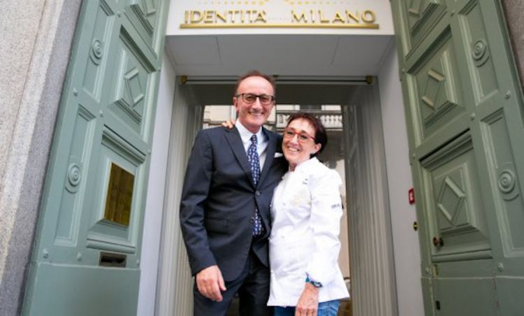 Mauro Gualandris e Marta Grassi davanti al portone d'ingresso di Identità golose Milano