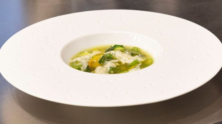 Soup of broken rice, courgettes and bay leaves