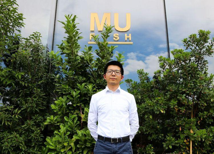 Liwei Zhou, titolare di MU fish, cucina giapponese, a Nova Milanese in Brianza e di altri tre MU di stampo cinese a Milano