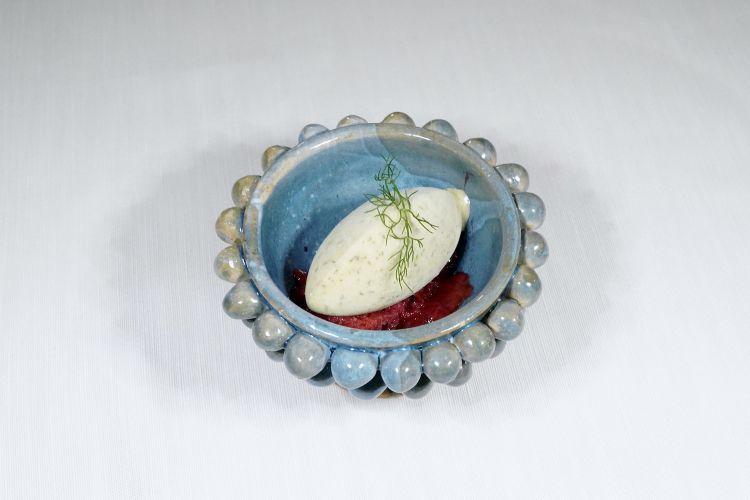 Granita di rapa rossa e mirtilli, gelato al finocchietto selvatico