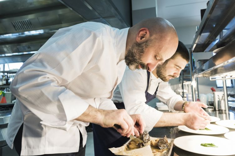 Niko Romito and his sous chef Dino Como. They've been working together for 10 years (photo Brambilla/Serrani)