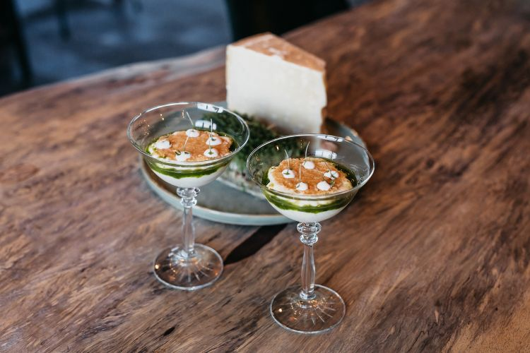 Parmigiano Reggiano 40 mesi, topinambur epatate al tartufo, del ristorante Orangerie de Pol in Olanda