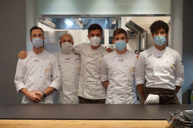 Lo chef Edoardo Traverso e il team di Identità Golose Milano, hub internazionale dellacucina in via Romagnosi