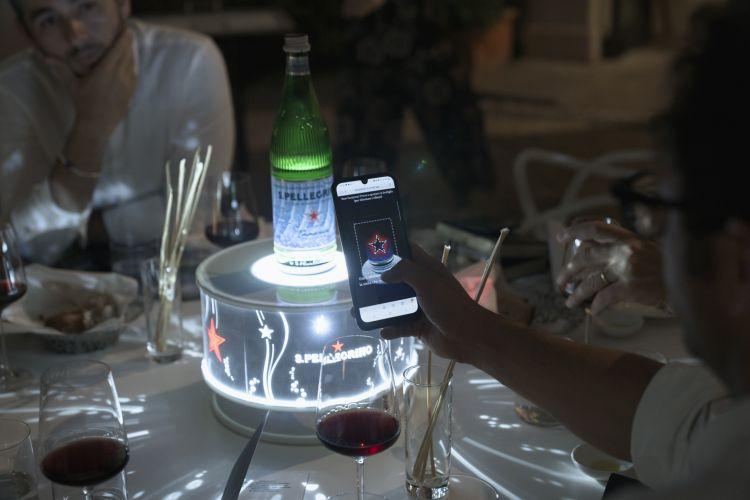 I giochi di luce del supporto speciale di Acqua Panna e S.Pellegrino