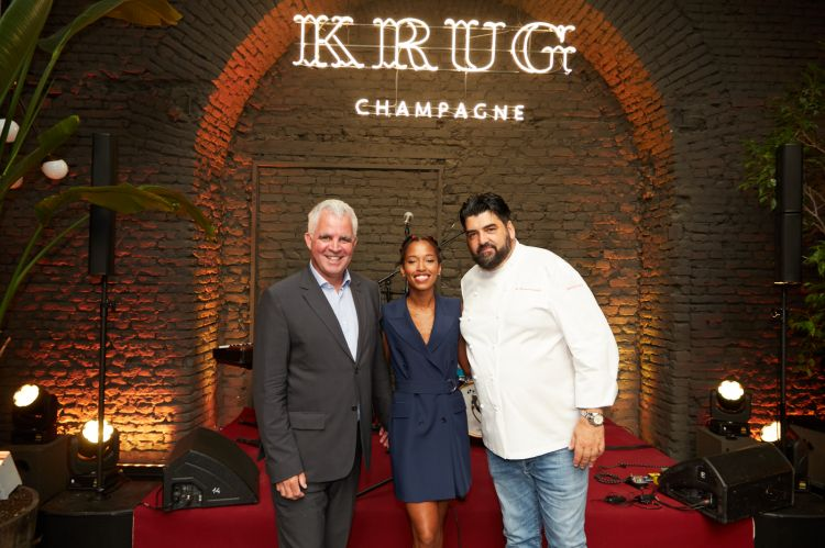 Olivier Krug, la cantanteVhelade e lo chefCannavacciuolo