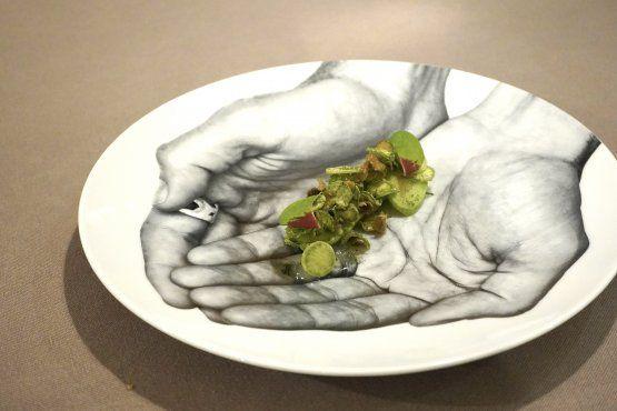 Zucchine trombetta di Albenga(allo scapece, crude, cotte, fritte, con gel di aceto, con polvere di menta): un piatto dello chef Jorg Giubbani del ristorante Orto by Jorg Giubanni a Villa Edera, Moneglia (Genova)