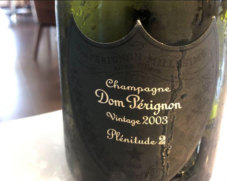 Dom Pérignon P2 2013:bollicina floreale dai sentori tostati e di cenere. Al naso, aromi di albicocca essiccata, fico e lampone ce lasciano il posto al pepe bianco. Un vino vibrante, generoso, strutturato, con un nota iodata molto persistente