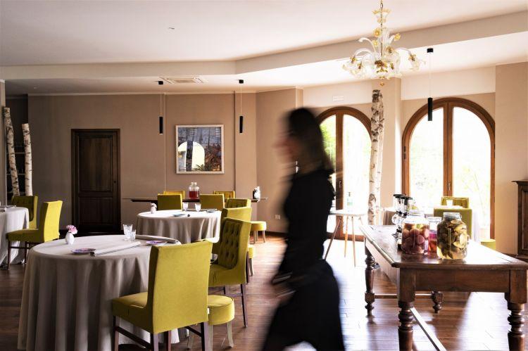 La sala del ristorante MaterconElena Andriciuc, sommelier