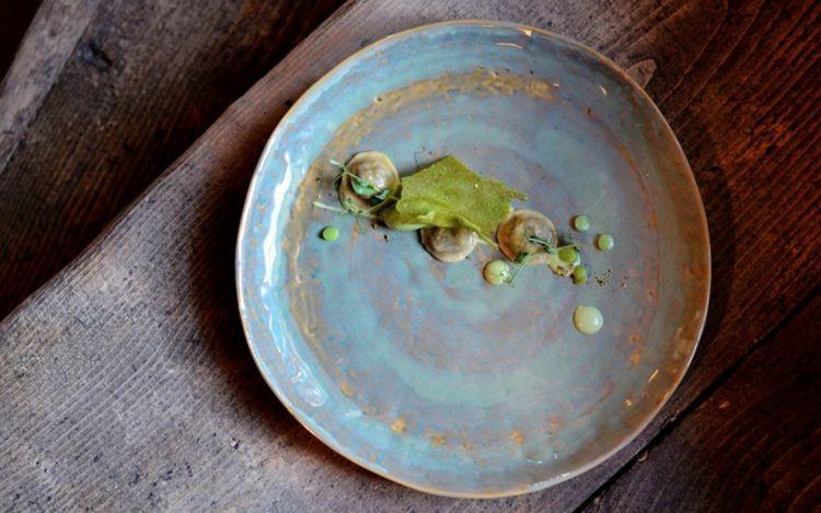 Uno dei piatti di Alessandro Gilmozzi del ristorante El Molindi Cavalese, contraddistinti daunaforte impronta della natura circostante. Foto dalla Gallery dialessandrogilmozzi.com