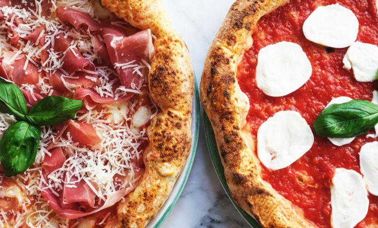 Due pizze di Pizzium, 20 pizzerie tra Bologna, Brescia, Busto Arsizio, Cesano Maderno, Como, Gallarate, Milano (6), Parma, Piacenza, Roma,Seregno, Serravalle Scrivia,Torino (2) e Varese