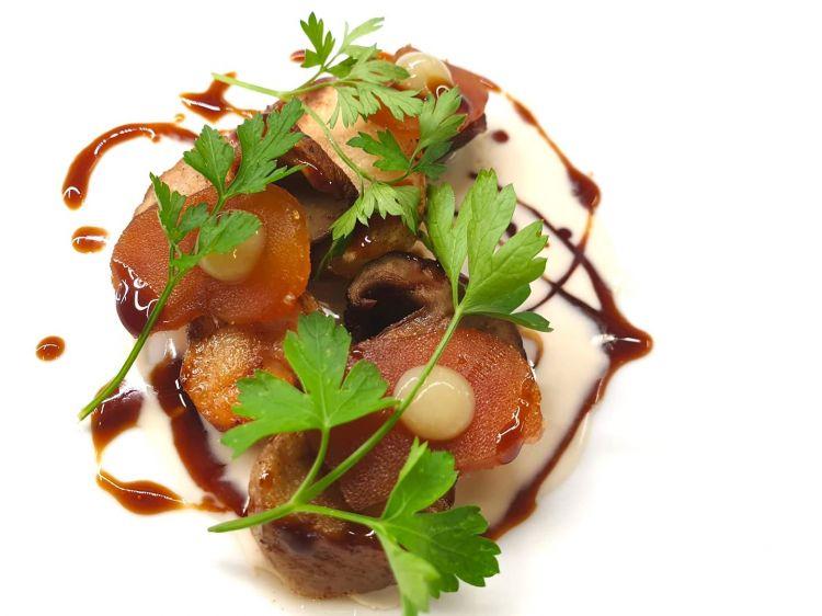 Porcini, avgotaraco, salsa al fieno e prezzemolo di Alex Manzoni, Osteria degli Assonica a Sorisole (Bergamo)