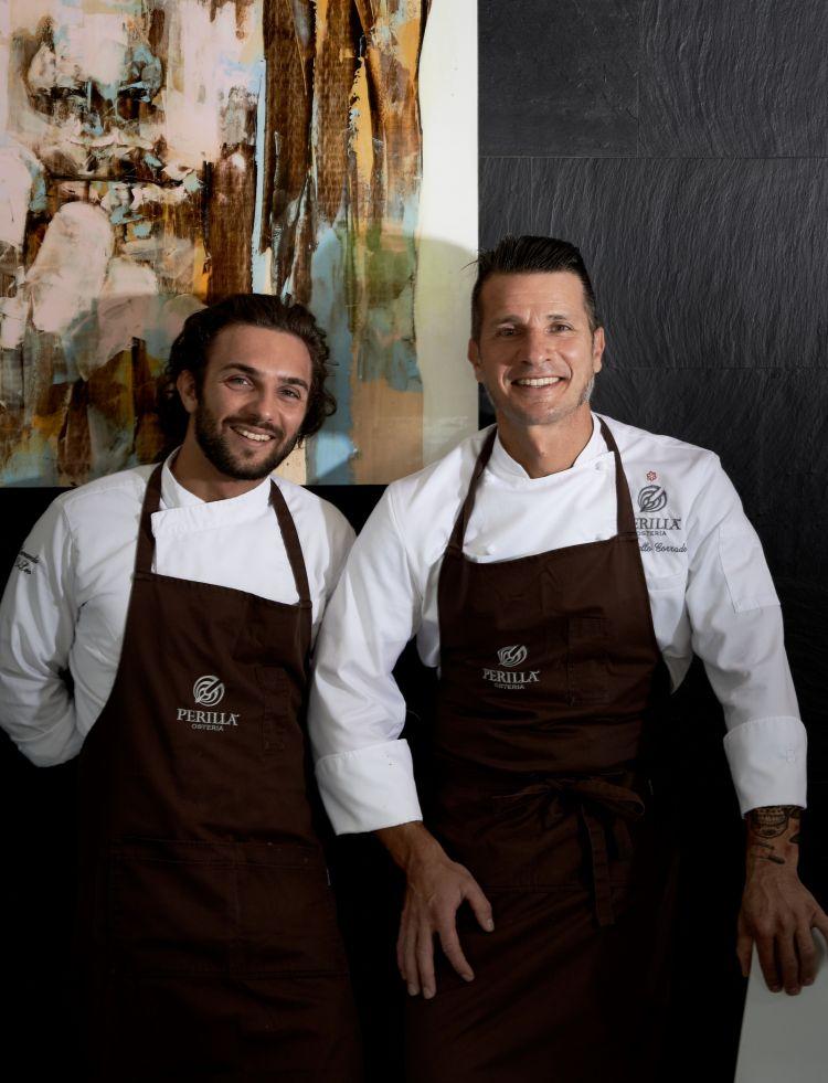 A destra Marcello Corrado, col sous chef dell'Osteria PerillàLeonardo De Leo