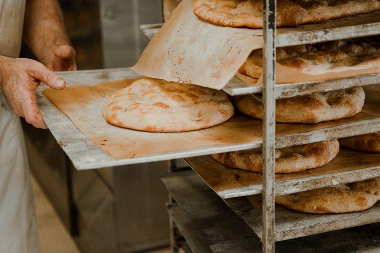 Preparando le basi della pizza