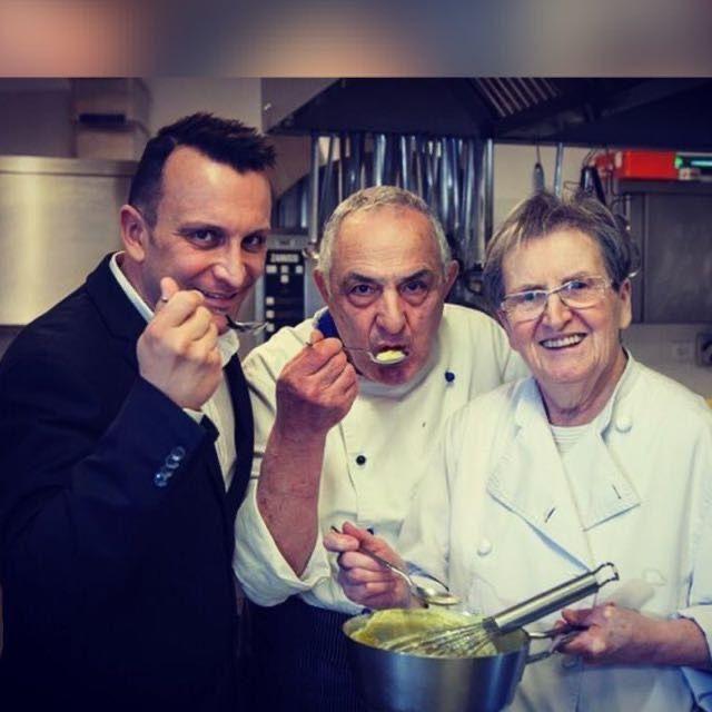 Gianni Bertolini con i suoi genitori