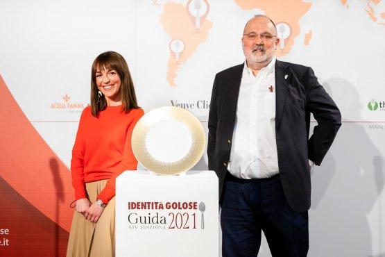 """Ilaria Puddu con Paolo Marchi nel giorno dell'assegnazione del premio """"Impresa pizza"""" per la Guida ai ristoranti di Identità Golose(foto Onstage Studio)"""