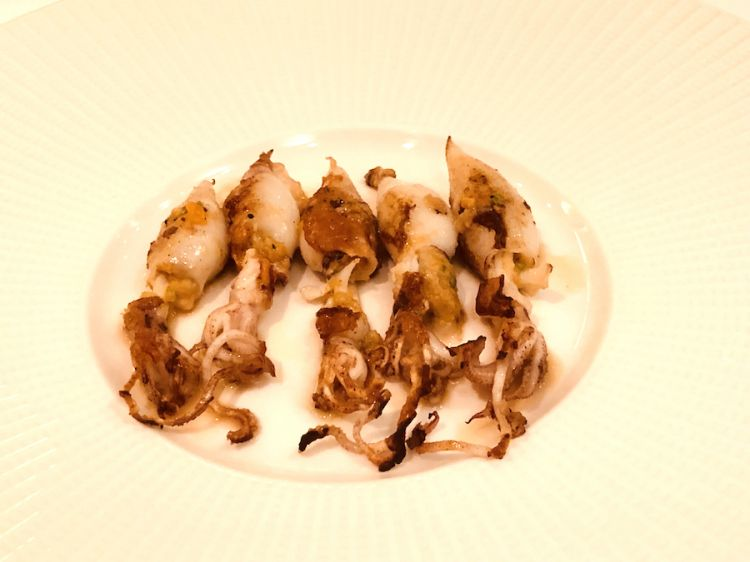Calamaretti ripieni di verdure e crostacei