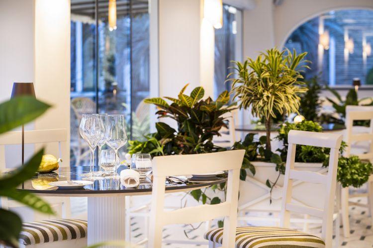 Scorcio della sala ristorante deIl Mirto, ristorante vegetarianoall'insegna del gusto puro degliingredienti locali