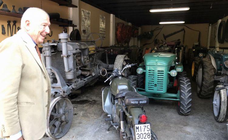 Il marchese Carlo Guerrieri Gonzaga mostra i trattori e i mezzi storici dell'azienda: a San Leonardo c'è anche un museo