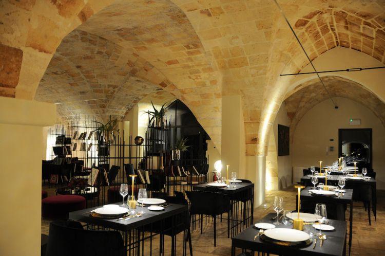 Il ristorante Santa Chiara, di Turi in provincia di Bari, da maggio a metà ottobre si trasferisce nella masseria della famiglia Vespa a Manduria