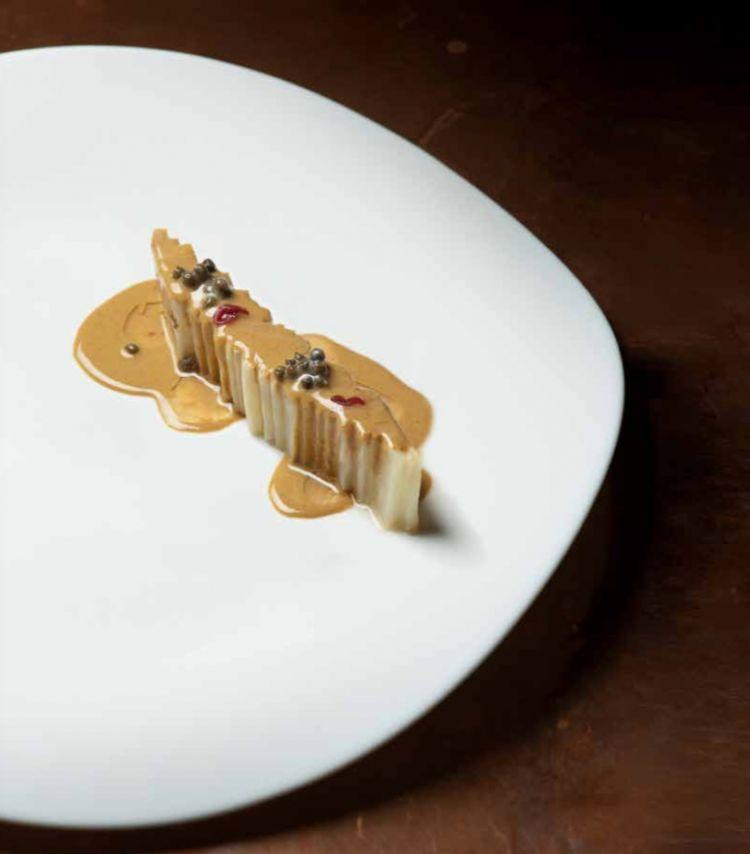 Due piatti dellanigredo: Sedano rapa arrosto, cozze, arachidi e sego...