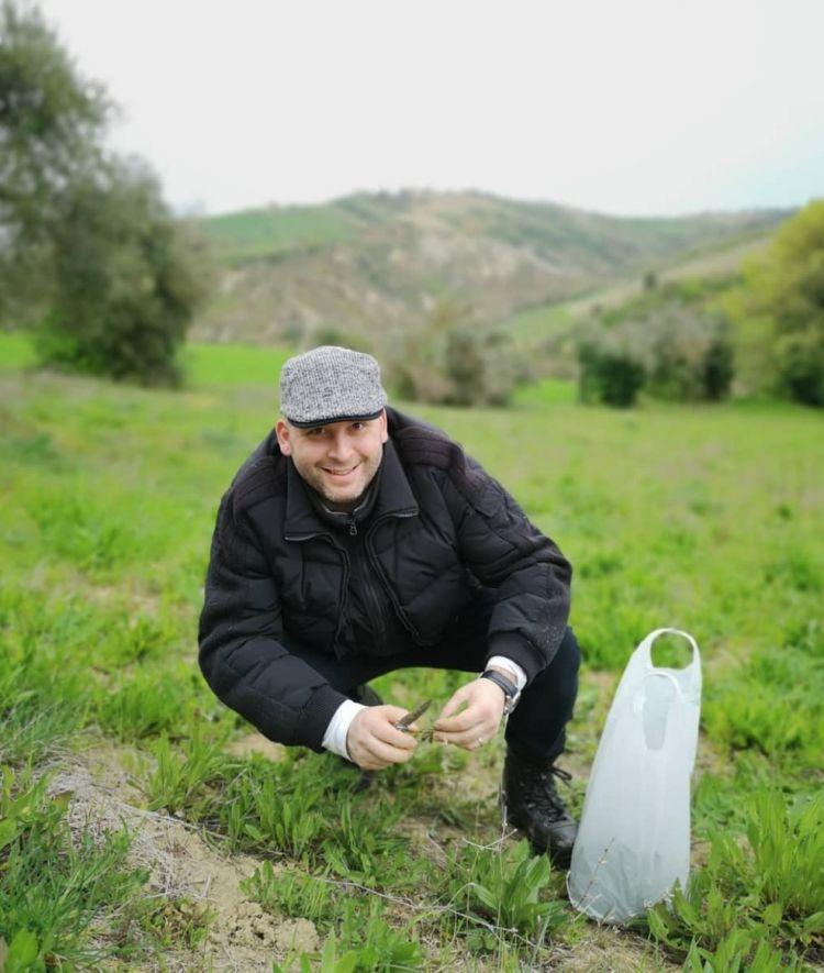 Lo chef è un amante delle erbe aromatiche e spontanee che raccoglie personalmente