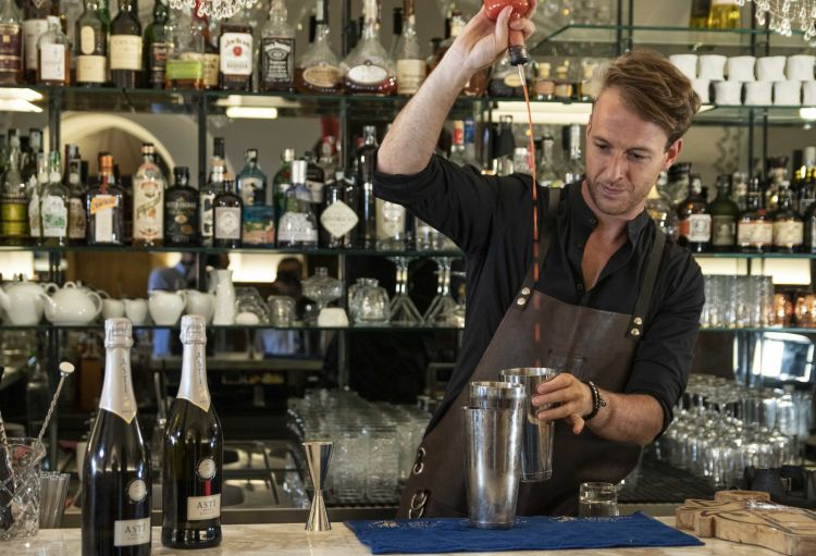 Giorgio Facchinetti, giovane flair bartender & bar specialist che, nel 2019, ha conquistato la medaglia d'argento all'International Flair Competition di Montpellier