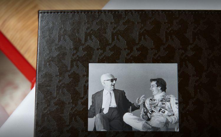"""La foto d'archivio di Enzo Ferrari, il """"Drake"""", sul menu del Cavallino"""