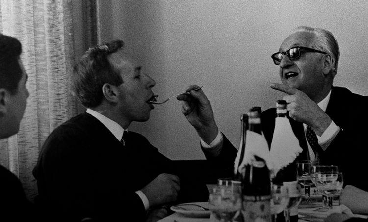 Enzo Ferrari(a destra) al Cavallino. Ferrari rilevò, insieme all'area in cui sorge lo stabilimento, una piccola casa colonica adiacente che fu prima adibita a mensa aziendale e in seguito, nel 1950, ufficialmente battezzata ristorante Cavallino