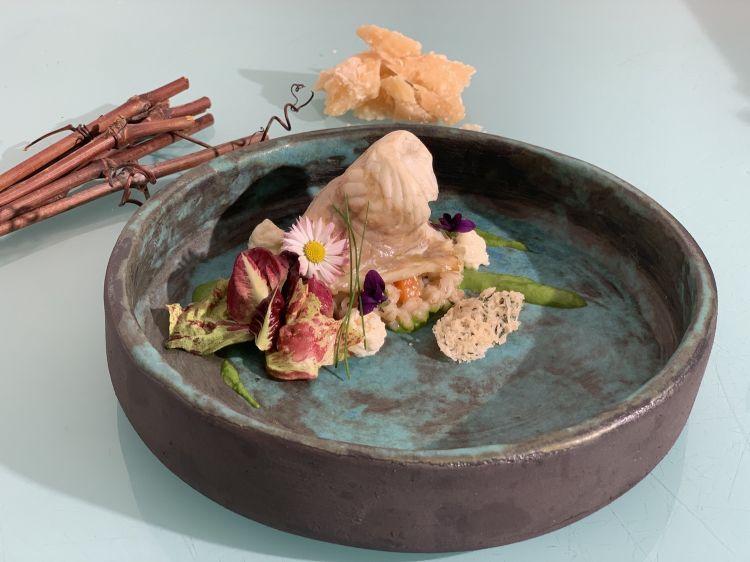 Parmigiano Reggiano 40 mesi, spigola e orzo, del ristorante Rizibizi in Slovenia