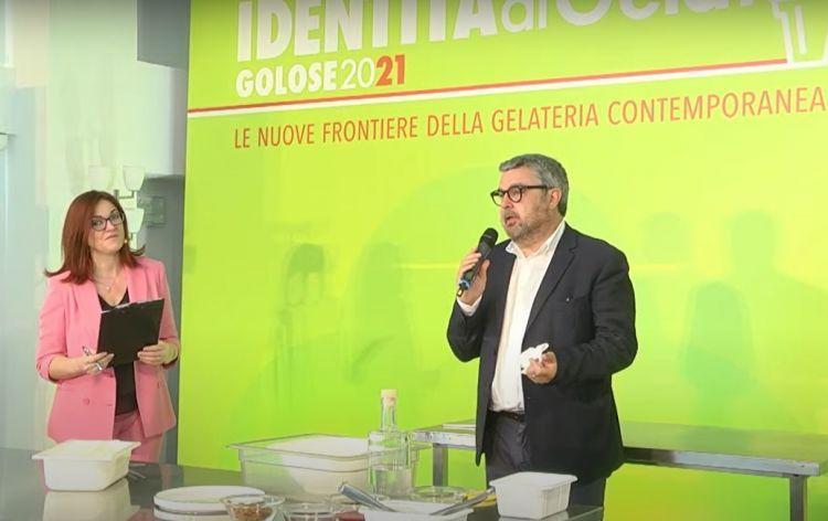 Il Sindaco di SenigalliaMassimo Olivetti, insieme alla presentatrice Eleonora Cozzella
