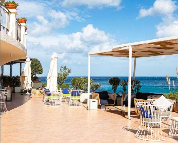 La terrazza del Somu di Baja Sardinia (foto instagram)