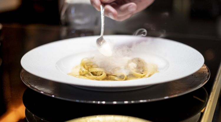 Tagliatelle di Kamut al porro stufato, nocciole e foie gras
