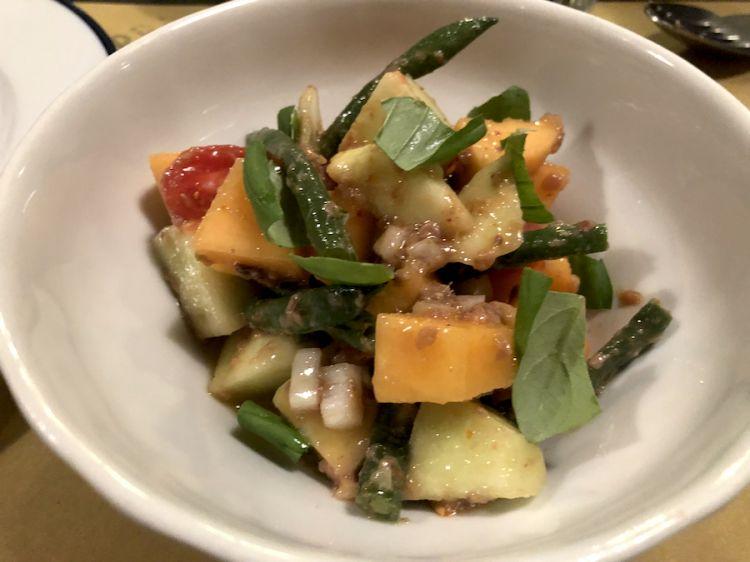 Diego Rossi: Insalata di melone, barattiere, fagiolini, cipolla di Giarratana, basilico