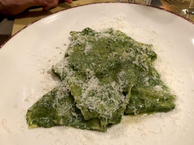 Mandilli de sea, fazzoletti di seta al pesto, un elegantissimo primo della tradizione ligure proposto da Diego Rossi a Milano