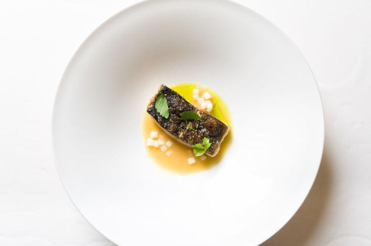 Il pesce selezionato dallo chef Careggio proviene dagli allevamenti sostenibili di acqua di fiume Agritrutta. In foto, la trota fermentata