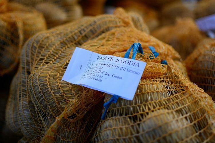 Godia, località a est del capoluogo Udine, è famosa per le sue patate cxhe non mancano mai nei menù degli Amici