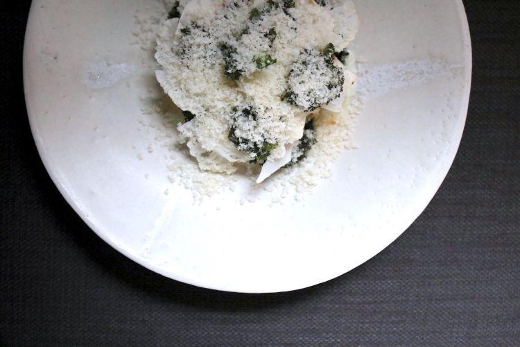 Parmigiano Reggiano 40 mesi, uovo, ostrica, cantarelli, cavolo e cavolfiore, del ristorante Chestnut in Gran Bretagna