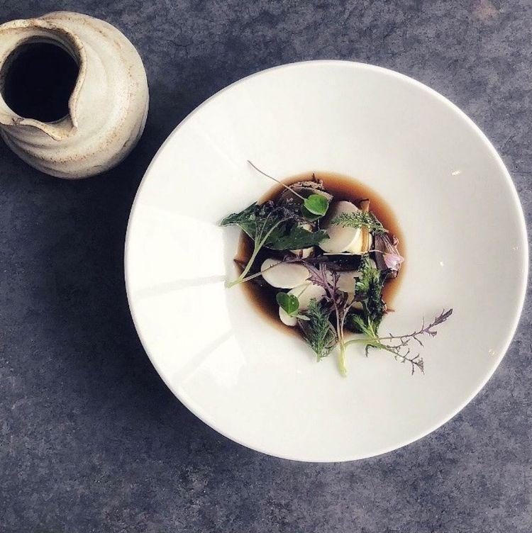 Parmigiano Reggiano 40 mesi, gnocchi, funghi, semi di girasole, rape e cavolo nero, del ristorante Da Terra in Gran Bretagna