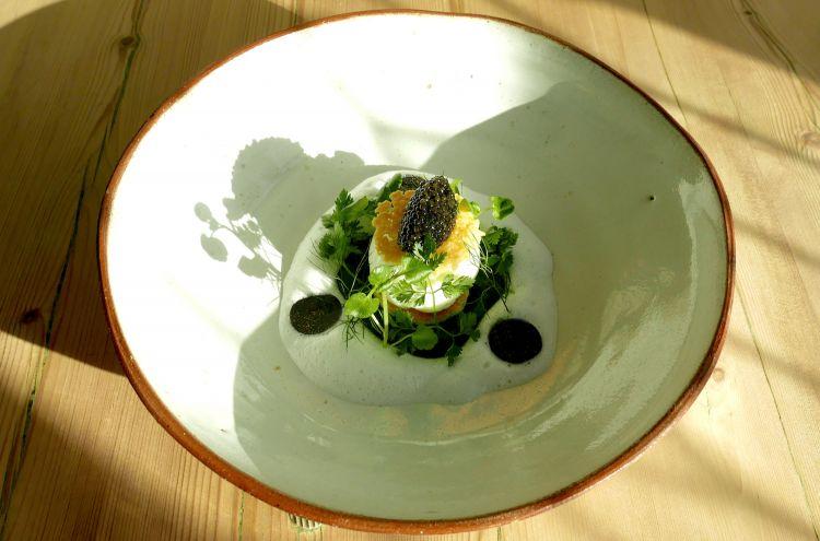 Parmigiano Reggiano 40 mesi, uovo pochée, crescione, brioche e tartufo, del ristorante The Dysart in Gran Bretagna
