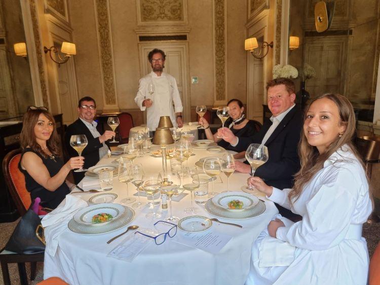 L'incontro di presentazione al ristorante dello chef Carlo Cracco a Milano