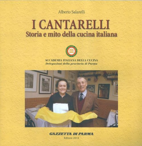 Il bel libro (straricco di informazioni, che abbiamo sintetizzato in questo articolo) I Cantarelli - Storia e mito della cucina italianafirmato da Alberto Salarelli. È del 2013, oggi purtroppo risulta esaurito