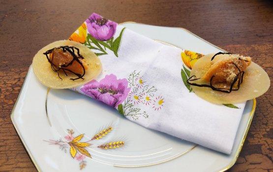 Amuse bouche:Baccalà mantecato ai peperoni cruschi, foie gras e porro nero