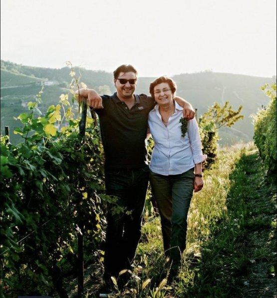 Davide Rosso, assieme alla madre Ester Canale, proprietaria originaria delle vigne