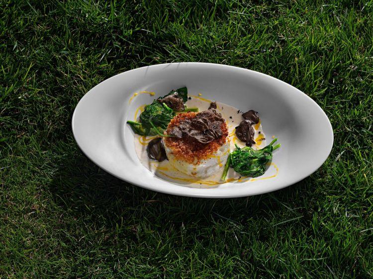 Uovo soffiato con tartufo nero e spinaci