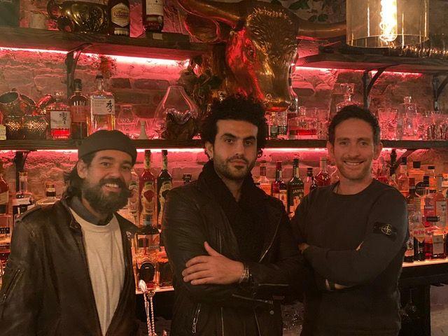 Emanuele Nigro, Riccardo Orfino eWael Derekdietro al bancone del neonato Alice, indirizzo126 W13th street
