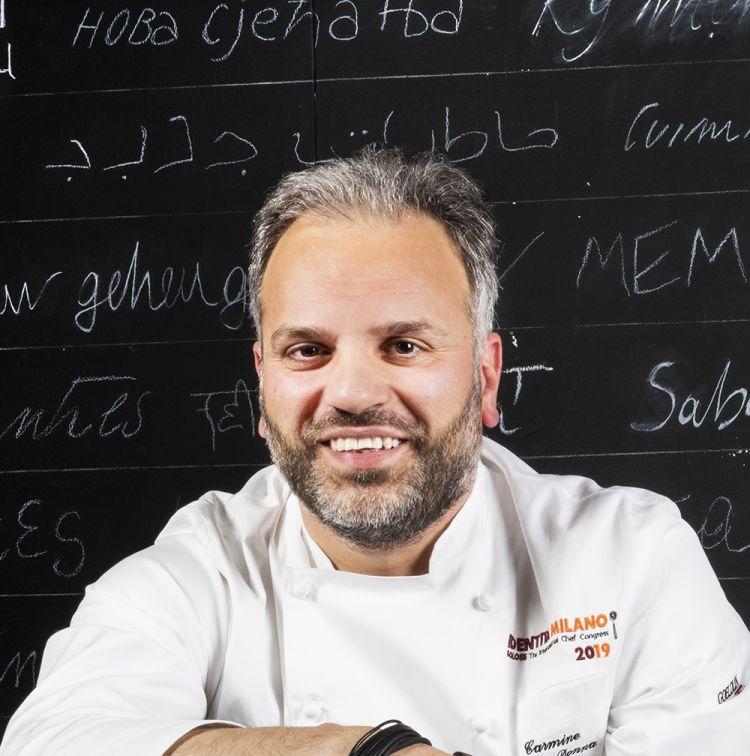 Carmine Di Donna, della Torre del Saracino diVico Equense (Napoli),premiato da Igor Maiellano, Direttore Business Unit Italia di Valrhona