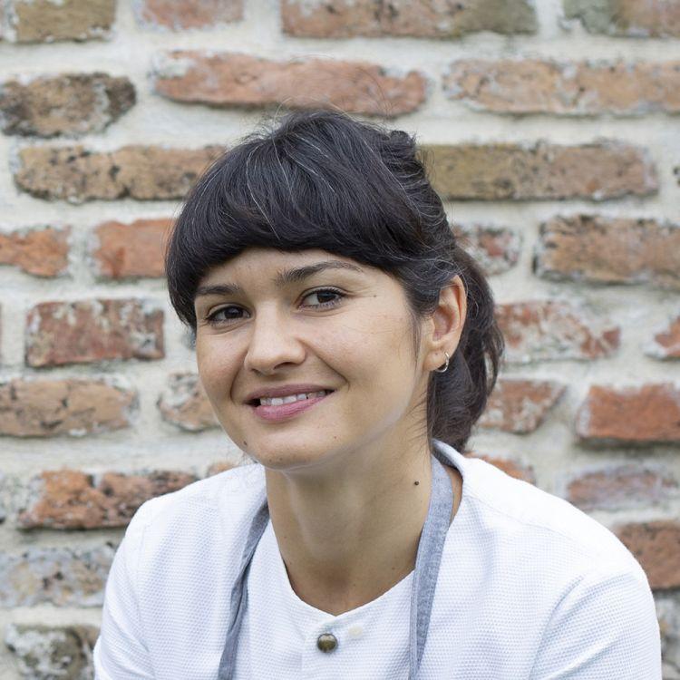 Chiara Pavan, chef del ristorante Venissa a Mazzorbo (Venezia), premiata da Camilla Cancellieri, Brand Manager di S.Pellegrino- Acqua Panna
